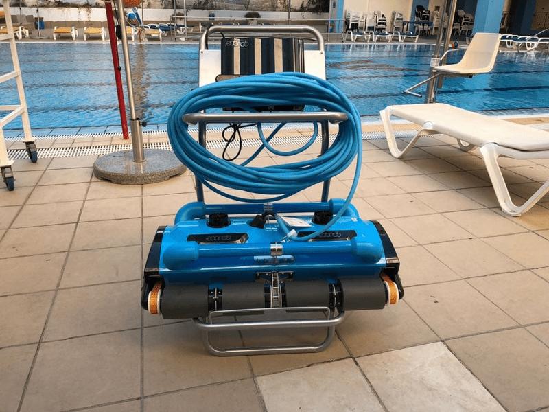 רובוטים לבריכה